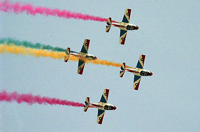 4架飞机在国庆日阅兵式的排练中表演